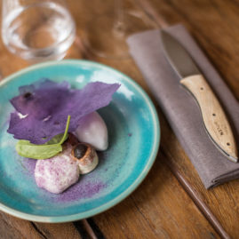 Un-dessert-violet-du-restaurant-Holen