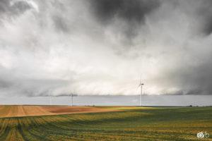 concours-photos-fee-ciel-tourmenté-et-éoliennes-dans-les-Ardennes