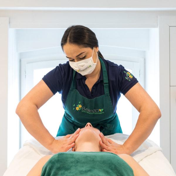Soins du visage : massage / Facial care : massage